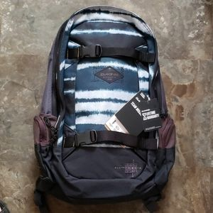 Dakine snowboard backpack nwt